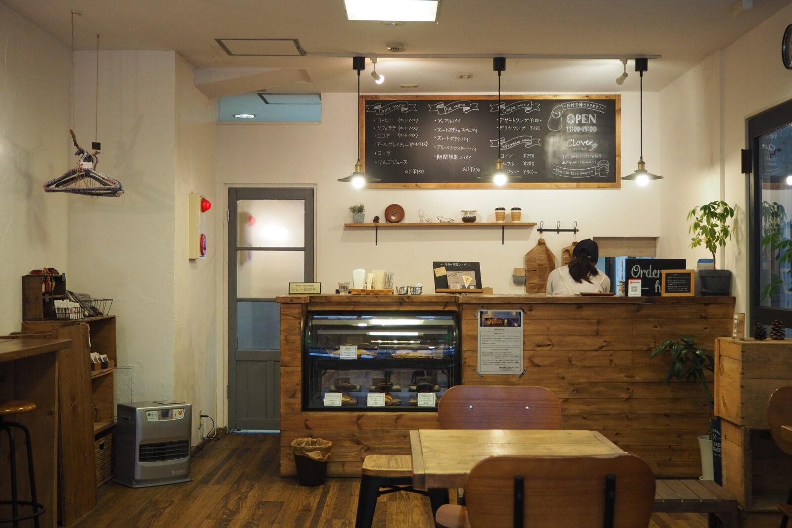 札幌カフェの店内と受付