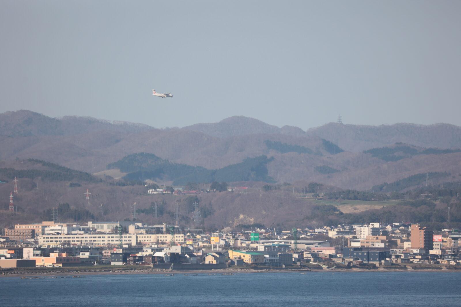 立待岬から撮影したHAC(JAL)の小型機